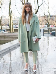 Kristina Bazan wears Rochas and Antography. Street Style -Paris Fashion Week : Day Two Womenswear Fall Winter Fashion Blogger Style, Look Fashion, New Fashion, Autumn Fashion, Fashion Trends, Womens Fashion, Feminine Fashion, Fashion Ideas, Fashion Outfits