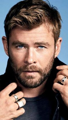 Electric Razors for Men in 2019 Best] - The Finest Feed Electric Razors for Men in 2019 Best] - The Finest Feed Chris Hemsworth Thor, Best Electric Razor, Electric Razors, Celebrity Dads, Celebrity Crush, Celebrity Style, Cabelo David Beckham, Chris Evans Haircut, Hemsworth Brothers