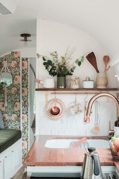 Meet Miss Marjorie: Airstream Tour - going home to roost - Dreamy airstream with beautiful and cozy details and William Morris wallpaper - Airstream Remodel, Airstream Renovation, Airstream Interior, Campervan Interior, Trailer Remodel, Airstream Decor, William Morris Wallpaper, Morris Wallpapers, Rv Campers