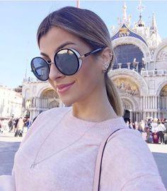 @nahcardoso ainda mais linda com o  #jimmychoo em Veneza. #temqueter