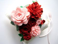 Wedding Pillow for Ring Bearer In Wool Felt Flowers door HeyMiemie, $65.00
