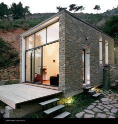 Une Tiny House ! #pierre #maison http://www.m-habitat.fr/plans-types-de-maisons/types-de-maisons/a-la-decouverte-de-la-tiny-house-une-petite-maison-sur-roues-3903_A