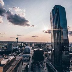 Tuesdays fade away like MJ...#Dallas #OutlineTheSky #WeRunDallas #RepYourCity Photo: @mikekream via @dallas_community