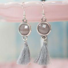 Ohrringe im Boho Style mit Cabochons und Quasten.