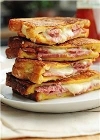 Recipe For Monte Cristo Sandwich - Ham and cheese never looked so good. Try this easy Monte Cristo Sandwich for breakfast, lunch or dinner. Think Food, I Love Food, Good Food, Yummy Food, Soup And Sandwich, Sandwich Recipes, Easy Dinner Recipes, Breakfast Recipes, Quick Recipes