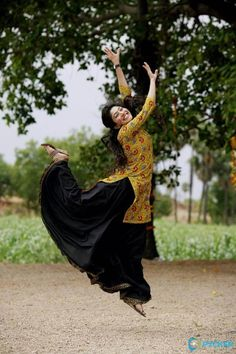Sai Pallavi hot images and semi nude photos from latest photoshoots are sensational. Here are the hot pics of ​Sai Pallavi in bikini, saree, and jeans. Sai Pallavi Hd Images, Pole Dancing Clothes, Dance Hairstyles, Latin Dance Dresses, Bikini Pictures, Bikini Pics, South Indian Actress, Girl Dancing, Dance Photography