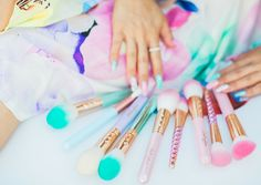 Get swept away in the magical sparkle of the Unicorn Sparkle Brush Set!♥♥ Made with metallic shine unicorn love, this set is perfect for creating a flawless ...