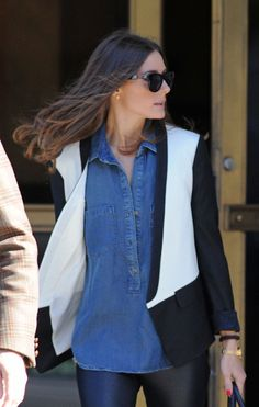 Olivia Palermo Looks. Denim shirt with bi color white and black blazer and black leather leggins. Streetstyle Fashion Inspiration.