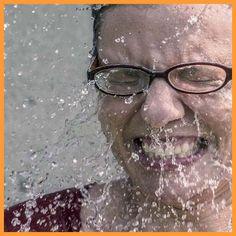 Autor: Thomas B. Schönmetz | Wer den Pelz gewaschen haben möchte, ohne dabei nass zu werden, der will aus einer Sache nur Vorteile ziehen – so definiert das Wikipedia. Manchmal habe ich genau diesen Eindruck, wenn ich mich mit Unternehmern und Führungskräften über das Thema Achtsamkeit austausche. Generell ja, doch so richtig eintauchen, so mit Anlauf vom 3 Meter Brett ...  ZUM BLOG ARTIKEL - EINFACH AUF DEN LINK KLICKEN ... #Business #Business Tips #Business Entrepreneurship # Business… Round Glass, Blog, Link, Author, Benefits Of, Mindfulness, Fur, Things To Do, Simple