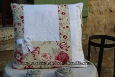GRAND COUSSIN déhoussable monogramme J C fait main tissu rose