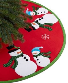 No tree is complete without the perfect skirt. This Snow Couple tree skirt from… Xmas Tree Skirts, Christmas Tree Skirts Patterns, Diy Christmas Tree Skirt, Christmas Runner, Christmas Sewing, Christmas Pillow, Christmas Stockings, Christmas Crafts, Christmas Decorations