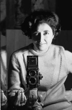 Acerca de la obra de Sara Facio, fotógrafa argentina. http://artistasargentinas-natividadmaron.blogspot.com.ar/2012/07/sara-facio-la-esencia-de-la-fotografia.html #photography #fotografia