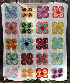 These are super cute flowers! zakka flower quilt top