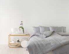 Marimekko Tasaraita duvet cover 150 x 210 cm, grey - white Marimekko, Decoration Gris, Decoration Design, Home Bedroom, Bedroom Decor, Hotel Collection Bedding, Cheap Bed Sheets, Luxury Bedding Collections, Layout
