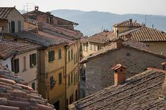 Cortona Pictures : Picture of a narrow, winding steet in Cortona