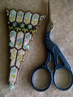 Beaded scissor case