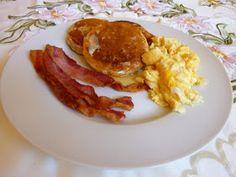 SPLENDID LOW-CARBING BY JENNIFER ELOFF: Fluffy Buttermilk Pancakes
