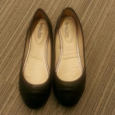 Black flats Black flats by Comfy Soles. Worn once in Great Condition. Comes with original box.Perfect for the office or quick errands. Shoes Flats & Loafers