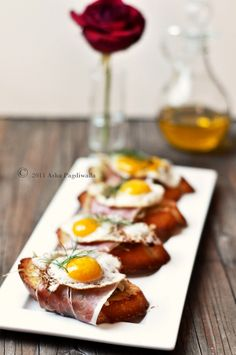 5 Star Makeover - Caramelised Fennel, Serrano Ham and Fried Quail Egg Brunch Bruschetta by Asha Finger Food Appetizers, Appetizer Recipes, Brunch Recipes, Breakfast Recipes, Quail Recipes, Yummy Food, Tasty, Small Meals, Morning Food