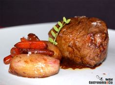 Solomillo glaseado con cerveza negra Meat Steak, Western Food, Dairy Free Recipes, Cooking Time, Food Photo, Beef Recipes, Free Food, Holiday Recipes, Sausage