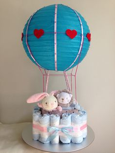 Bub cake in a hot air balloon style. It's lovely with lots of personal touch that you can't buy in the shop. I hope the mum-to-be will love it.