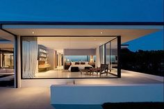Designer: Vera Wang. Modern, minimal, cool house. Simply inspirational by www.ConfidentLiving.se.