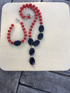 Red and black bead necklace and matching bracelet by Yvonnesbabbles on Etsy