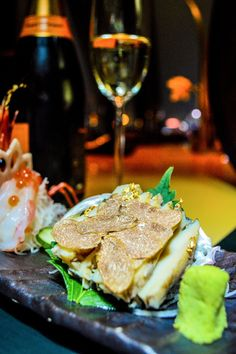 Giant sweet prawn and abalone sashimi White Alba Truffle, Sashimi, Prawn, Truffles, Hamburger, Steak, Dishes, Ethnic Recipes, Food