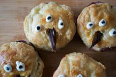 How to Make Game of Thrones 3-Eyed Raven Pies