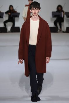 Wooyoungmi showed its Fall/Winter 2016 collection during Paris Fashion Week.
