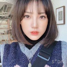 이렇게생기고싶다 헥헥.. Ulzzang Short Hair, Korean Short Hair, Hairstyles With Bangs, Girl Hairstyles, Cut My Hair, Hair Cuts, Shot Hair Styles, Uzzlang Girl, Girl Short Hair