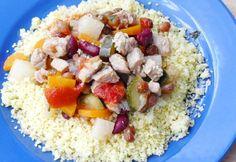 Húsos-zöldséges kuszkusz recept képpel. Hozzávalók és az elkészítés részletes leírása. A húsos-zöldséges kuszkusz elkészítési ideje: 85 perc Quinoa, Oatmeal, Grains, Low Carb, Rice, Breakfast, Recipes, Food, Bulgur