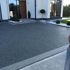 Slate Grey is a grey resin bound gravel colour for resin drives, paths & patios. Pebble Driveway, Resin Driveway, Modern Driveway, Asphalt Driveway, Driveway Paving, Garden Paving, Concrete Driveways, Driveway Landscaping, Resin Patio