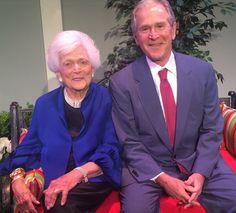 President Bush with his mother, former first lady Barbara Bush Laura Bush, Barbara Bush, Greatest Presidents, American Presidents, American History, George Bush Family, Bush George, George Hw, George Walker