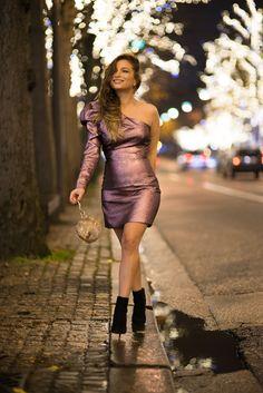 #dress #80s #asymetricdress #fashion #mode #parisianstyle #newyearseve #metallicdress #balloonsleeve #mancheballon #sexy #boots #sockboots #spherecluth