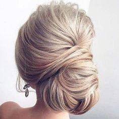 A renovação dos penteados presos ganha frescor com finalização extremamente natural. ❤️