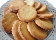 BISCUITS AUX AMANDES GRAND-MÈRE : la recette facile - CULTURE CRUNCH A Food, Good Food, Food And Drink, Snack Recipes, Cooking Recipes, Snacks, Kinds Of Cookies, Easy Sugar Cookies, Perfect Food
