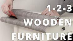 VIDEO & GUIDE - Se så enkelt du kan pusse opp møblene dine raskt og billig⭐️   www.lindasdekor.no  #kontaktplast #selvklebende folie #møbelfolie #bord #oppussing #interiør #inspirasjon #gjenbruk #redesign #diy #gjørdetselv #dekorplast Wooden Furniture, Nye, Timber Furniture, Wood Furniture
