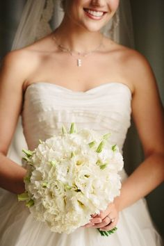 White lisianthus bouquet from Event Creative | photography by http://www.bobbiandmike.com/blog/ | photography by http://www.bobbiandmike.com/blog/