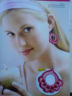 Orecchini con perle si trovano nella  rivista  millepunti di più n. 26 speciale Bigiotteria all'uncinetto con perle, perline e pietre dure
