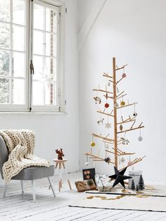 Was wir an den Weihnachtskugeln von Snug Studio über Etsy (6 Stück, um 6 Euro) besonders toll finden? Dass sie so herrlich puristisch aussehen und man sie noch selber ausschneiden und falten muss. Tolle Idee!Schöne Deko-Ideen für jede Jahreszeit findet ihr hier: Wohnaccessoires