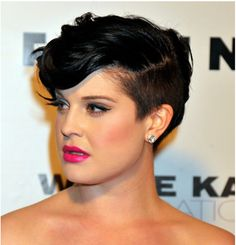Kelly Osbourne stole the show at a glitzy LA party last night as she stepped onto the red carpet with a new shaved hair do. Short Hair Styles For Round Faces, Short Hair Styles Easy, Hair Styles 2014, Short Hair Cuts, Curly Hair Styles, Short Pixie, Wavy Pixie, Short Wavy, Pixie Cut For Round Face