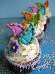 Paisley cupcakes (I think that I would leave the flowers off)