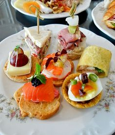 http://aromacookery.com/2012/12/16/english-afternoon-high-tea-buffet-lespresso-goodwood-park-hotel/