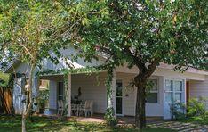 4 Fabulosas Residências – Habitare Wooden Garden Edging, Garage Doors, House Design, Outdoor Decor, Home Decor, Log Projects, Arquitetura, Houses, Facades