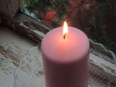 Ilvesmäen Rouva: Kuvassa vaaleanpunainen kynttilä kristallialustall... Pillar Candles, Lady, Candles