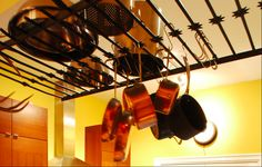 Reuse Idea: Old Iron Gate? Handy Kitchen Rack for Pots and Pans! Wrought Iron Staircase, Wrought Iron Fences, Metal Fence, Pot Rack Hanging, Hanging Pots, Diy Storage For Small Spaces, Creative Storage, Antique Iron Beds, Old Gates