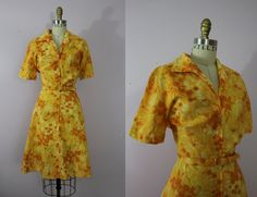 Late 1950s House Dress / 50s Day Dress / Zip by livinvintageshop