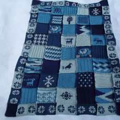 Couverture, plaid patchwork au tricot bleu