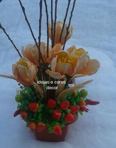 Jardineira com flores em eva